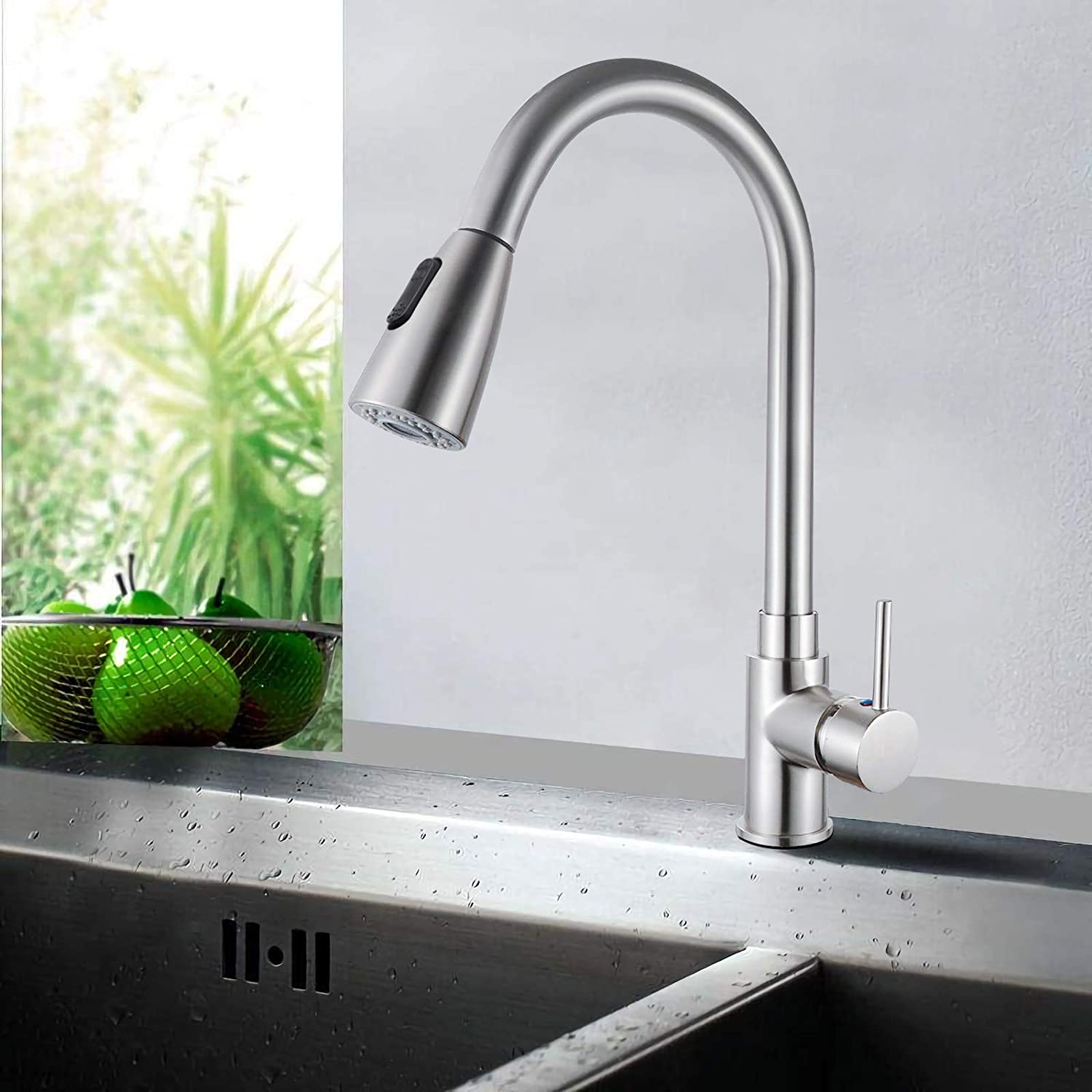 sncfoo Single Handle High Arc Pull out Kitchen Faucet Brushed Nickel,Single Level Stainless Steel Kitchen Sink Faucets 360 Swivel With Pull Down Sprayer 41x26x17.5cm