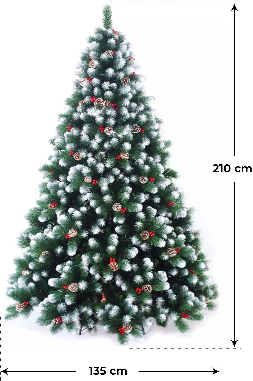 immagine albero verde innevato