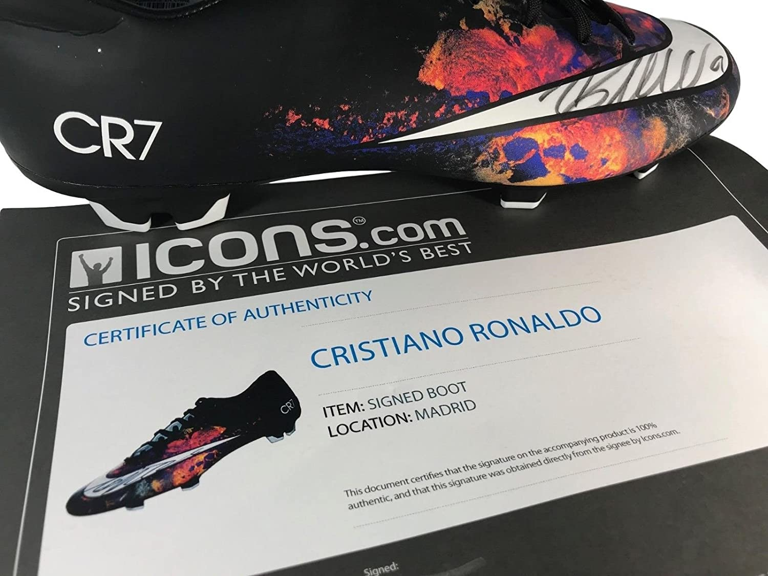 86bba69ac4e CRISTIANO RONALDO SIGNED NIKE MERCURIAL VICTORY V CR7 CLEAT COA ICONS BOOT  BLACK at Amazon s Entertainment Collectibles Store
