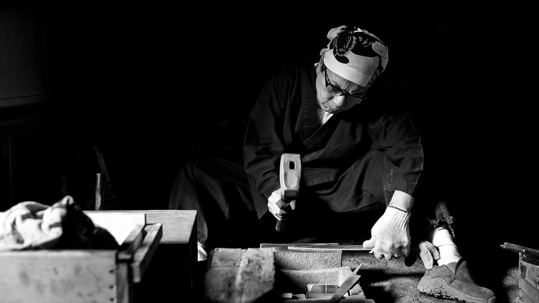 堺孝行 ダマスカス 33層 剣型 三徳 包丁【ウエンジ柄】 特注品 槌目 VG10割込み 青木刃物製作所 (160mm)