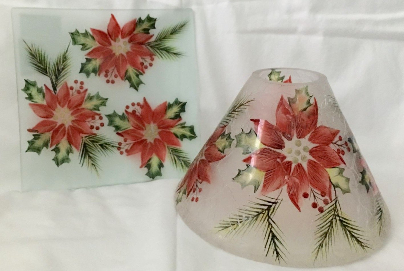 Yankee Candle Large Red and Green Poinsettia Holiday Jar Shade Candle Topper and Candle Tray/Plate