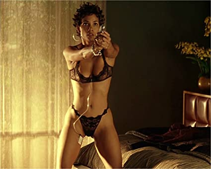 halle-berry-topless-bond-movie-busty-chesty-women