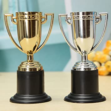 Frontier Mini trofeos trofeo bolsa de regalo los niños de entrega de premios fútbol de la camiseta de fútbol partido de relleno: Amazon.es: Juguetes y ...