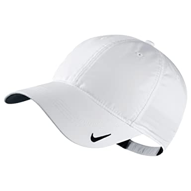 ddbeccdbf19 Nike Tech Blank   Plain Sports Cap (One Size) (White)  Amazon.co.uk   Clothing