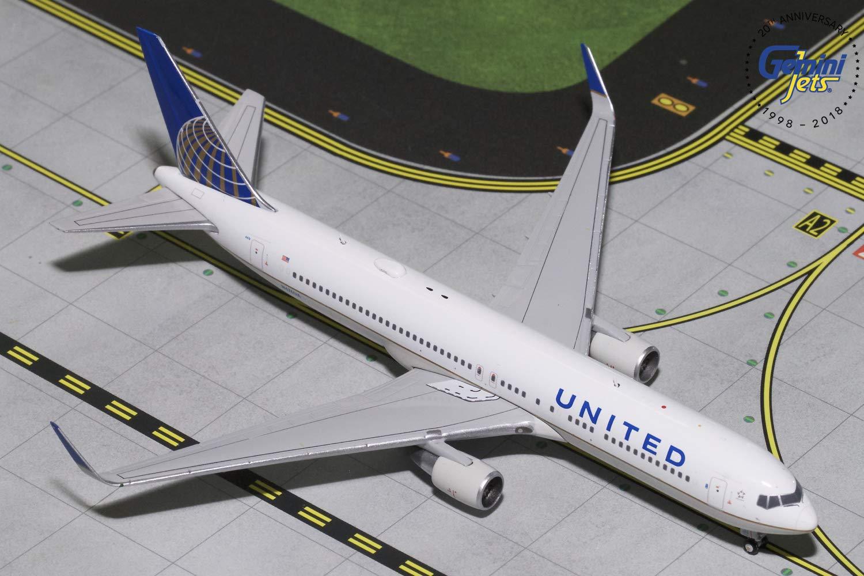 GeminiJets United Airlines B767-300ER N676UA 1:400 Scale Diecast Model Airplane