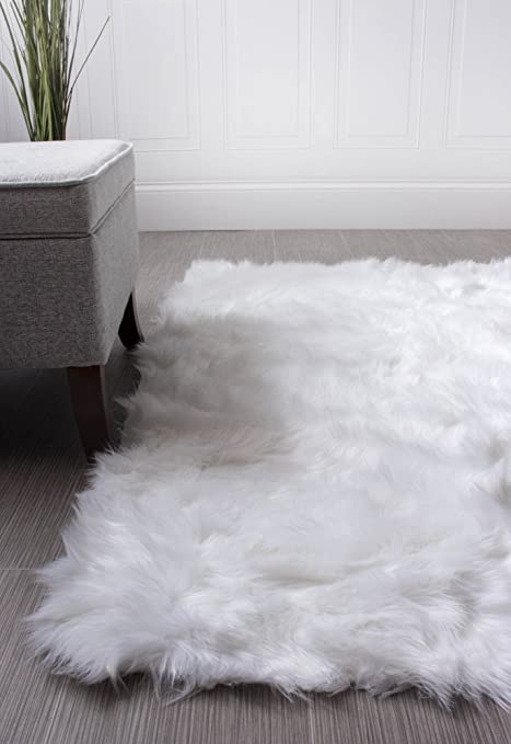 Awesome Amazon.com: Super Area Rugs Soft Faux Fur Sheepskin Shag Silky Rug Baby  Nursery Childrens Room Rug Ivory White, 2u0027 X 3u0027: Kitchen U0026 Dining