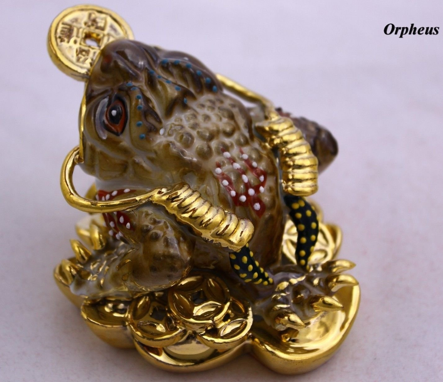 Three Legged Wealth Toad - Money Frog Feng Shui Chinese Porcelain,figurine 2048. (Brown)
