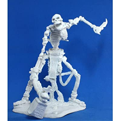 Colossal Skeleton (1) Miniature: Toys & Games