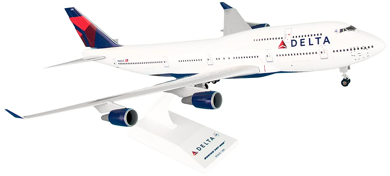 Amazon.com: Daron Skymarks Delta 747-400 Airplane Model Building Kit with  Gear, 1/200-Scale: Toys & Games