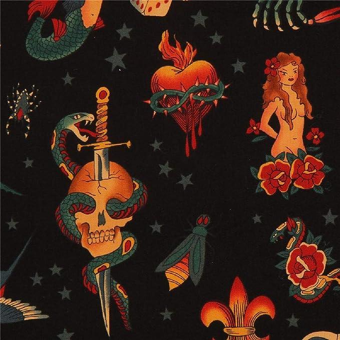tela negra de algodón con calaveras, estrellas, rosas, dados ...