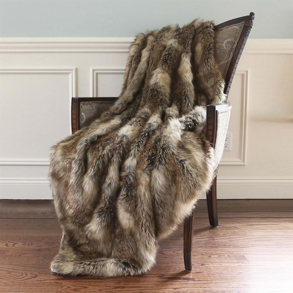 Ben and Jonah Amber Fox Faux Fur Throw Blanket (60'' x 58'')