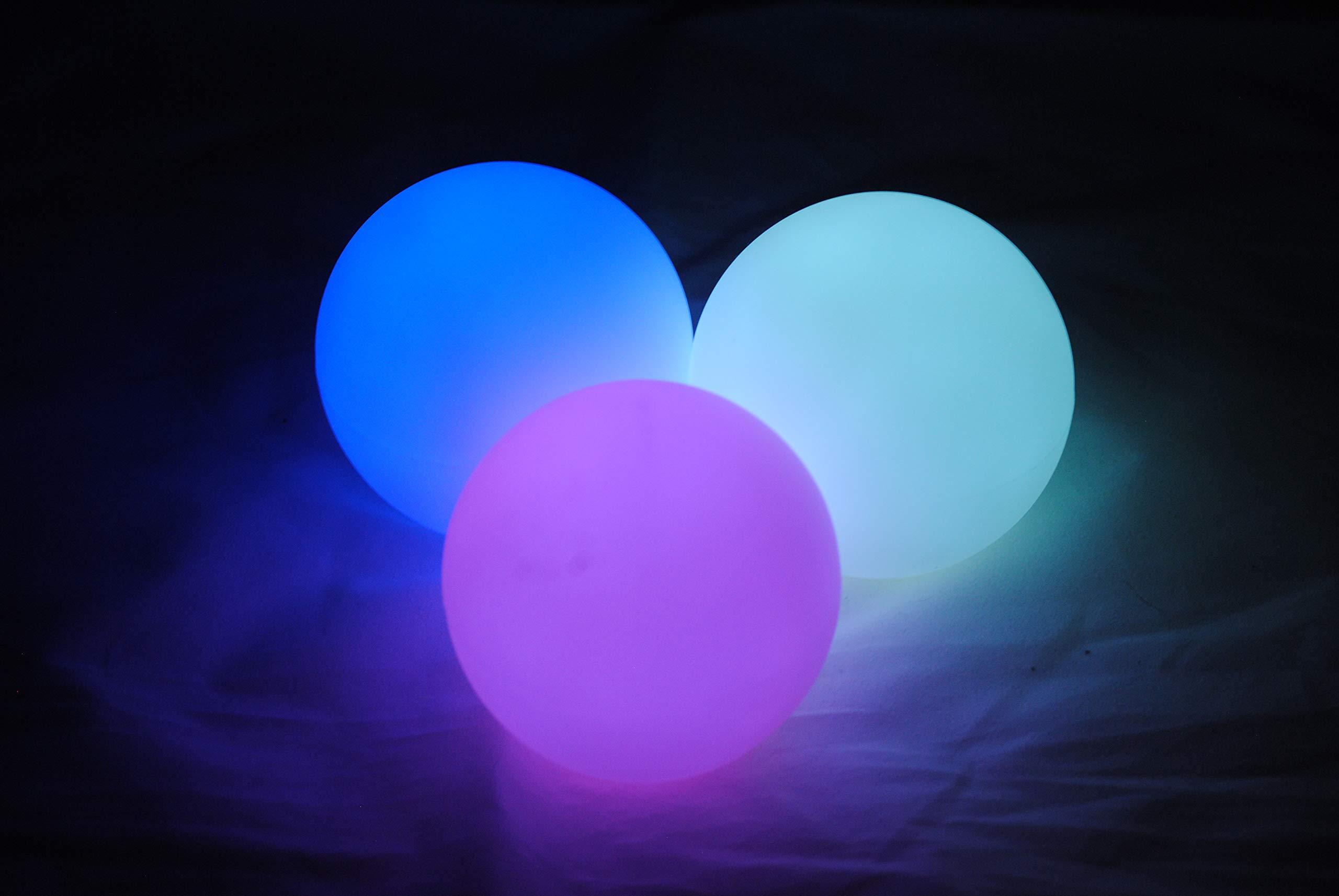 Higgins Brothers Luster LED Light-Up Juggling Balls (Multi-Color Strobe) by Higgins Brothers (Image #1)