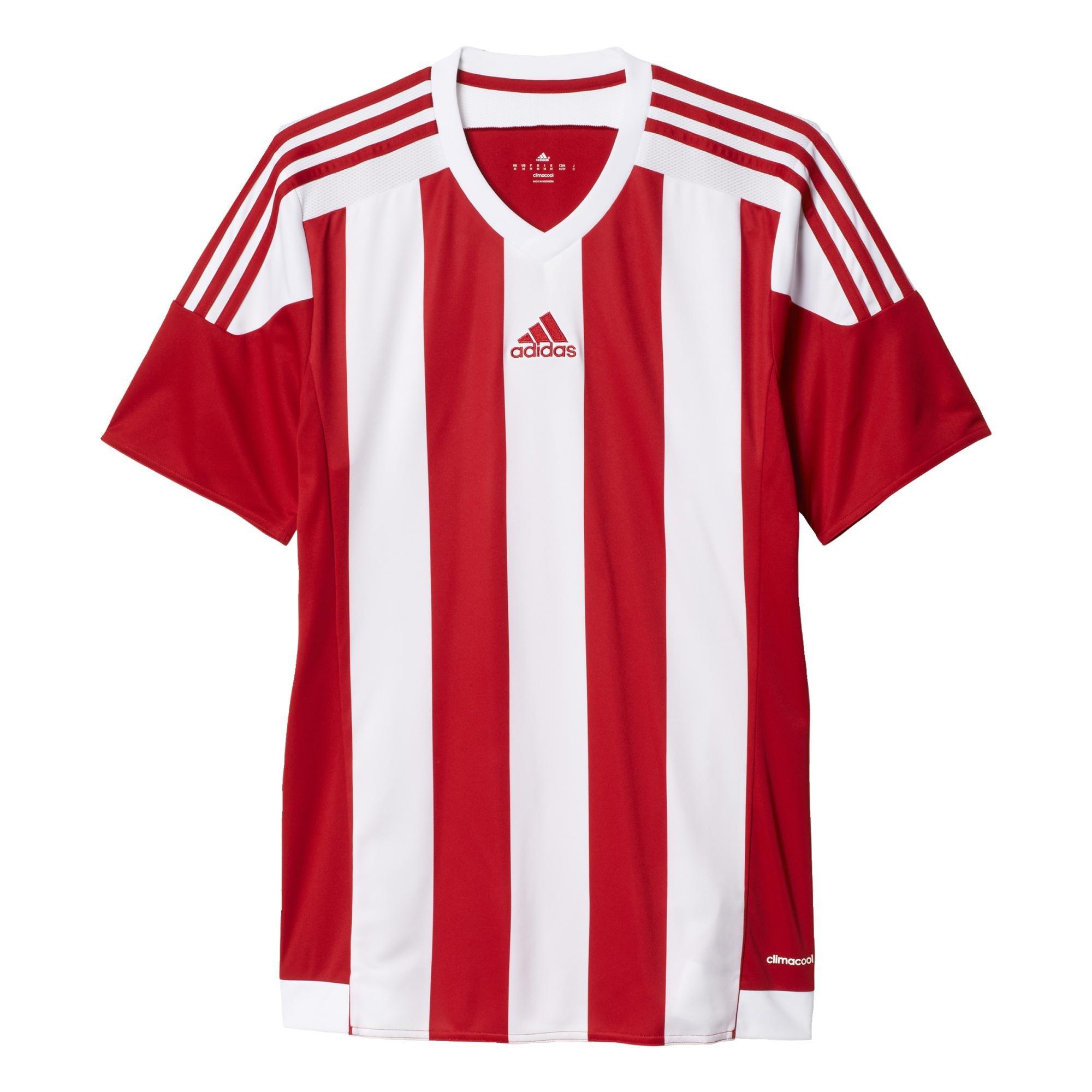 Disfruta jugando al fútbol con esta camiseta para hombre. Presenta un moderno corte entallado con
