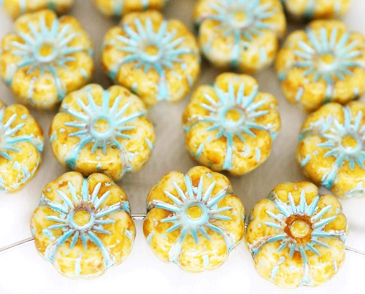 20pcs Picasso Amarillo de Alabastro de color Azul Turquesa de Lavado Pátina Plana Moneda Ronda de la Flor de Cristal checo de la Anémona de la Flor de Sol Focal Colgante de Perlas de 9mm