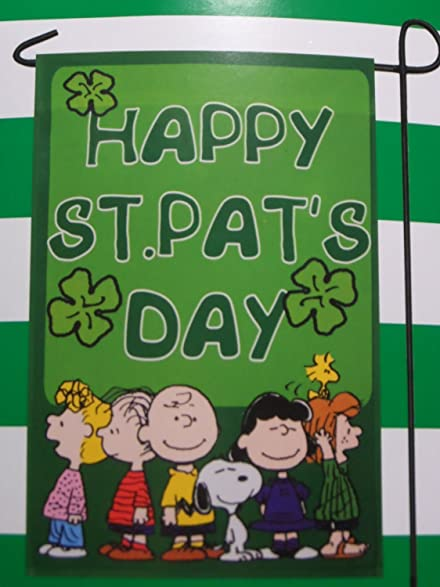 amazon com peanuts gang snoopy happy st pat s day one sided