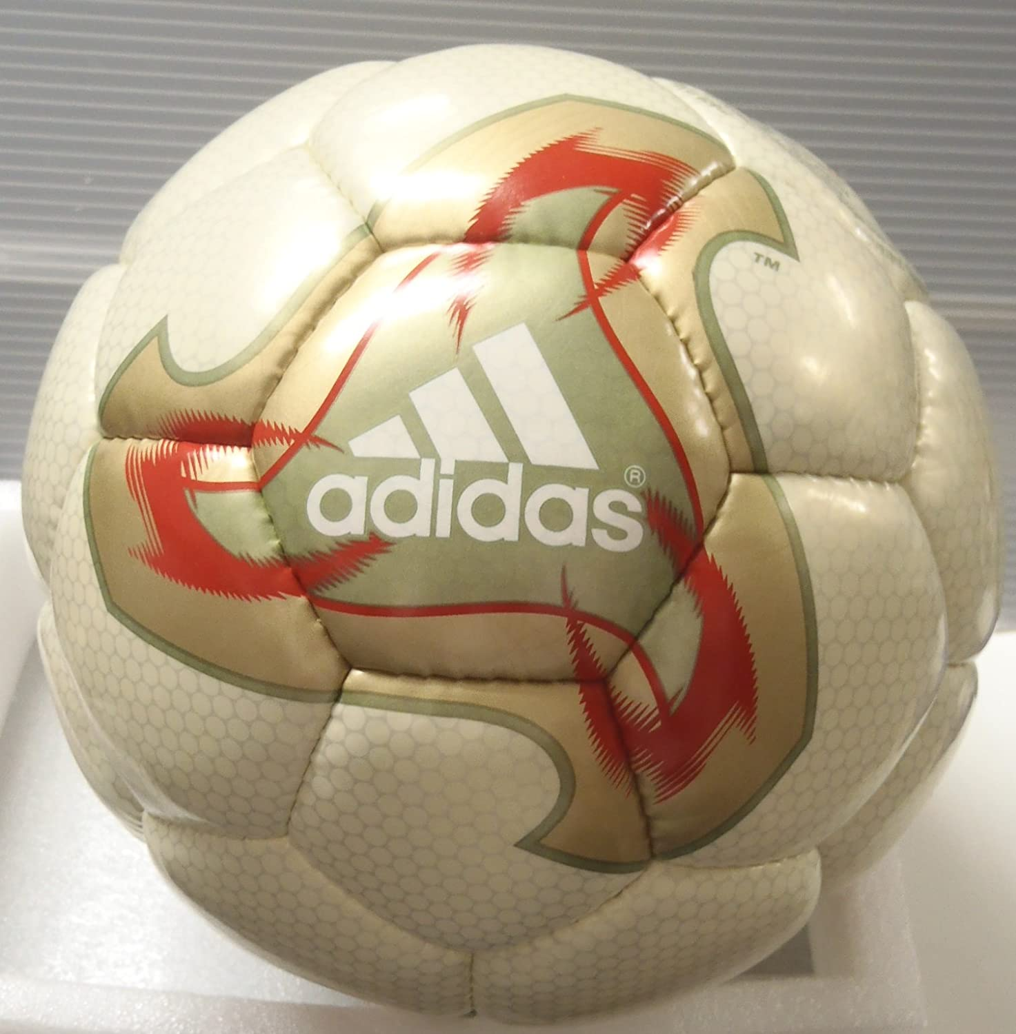 despierta dividendo intencional  Amazon.co.jp: Adidas (Adidas) 2002 FIFA World Cup Official Ball fevernova  fi-banoヴxa: Sports