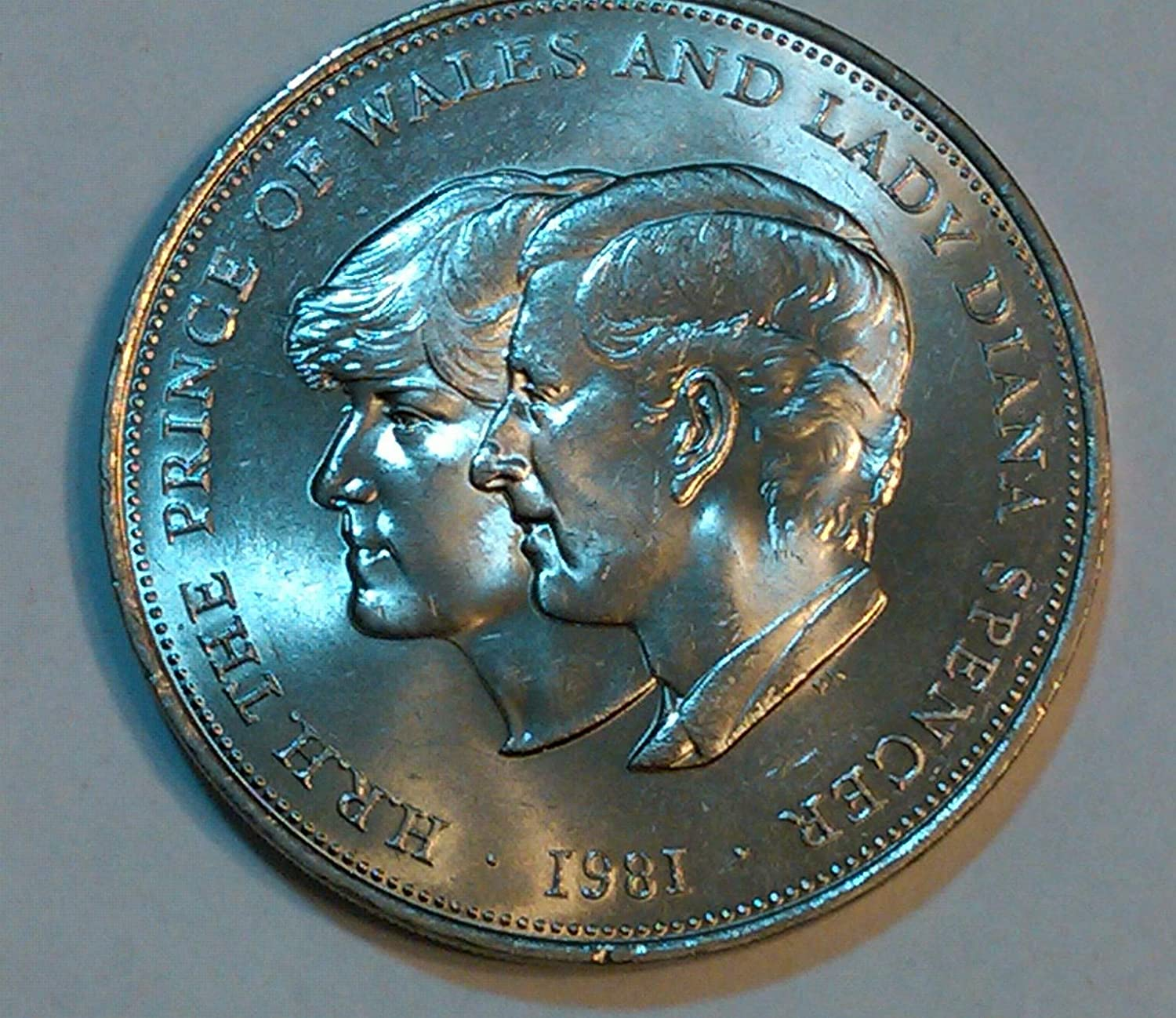 The Prince Of Wales And Lady Diana Spencer Commemorative Crown Coin From 1981 Amazon Co Uk Office Products