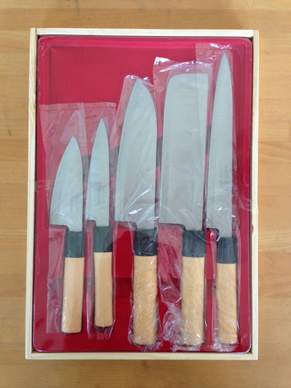 Amazon.com: Japanese kitchen knife Set of 5 (wooden box case) Mr ...