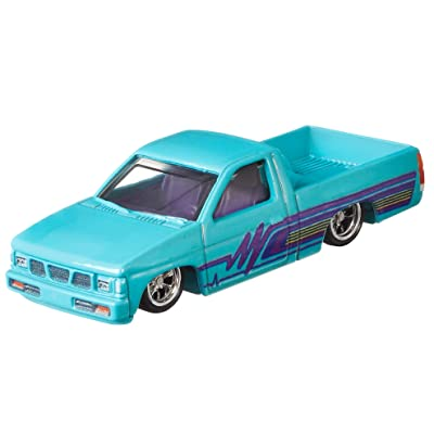 Hot Wheels '14 Custom Mustang Vehicle: Toys & Games