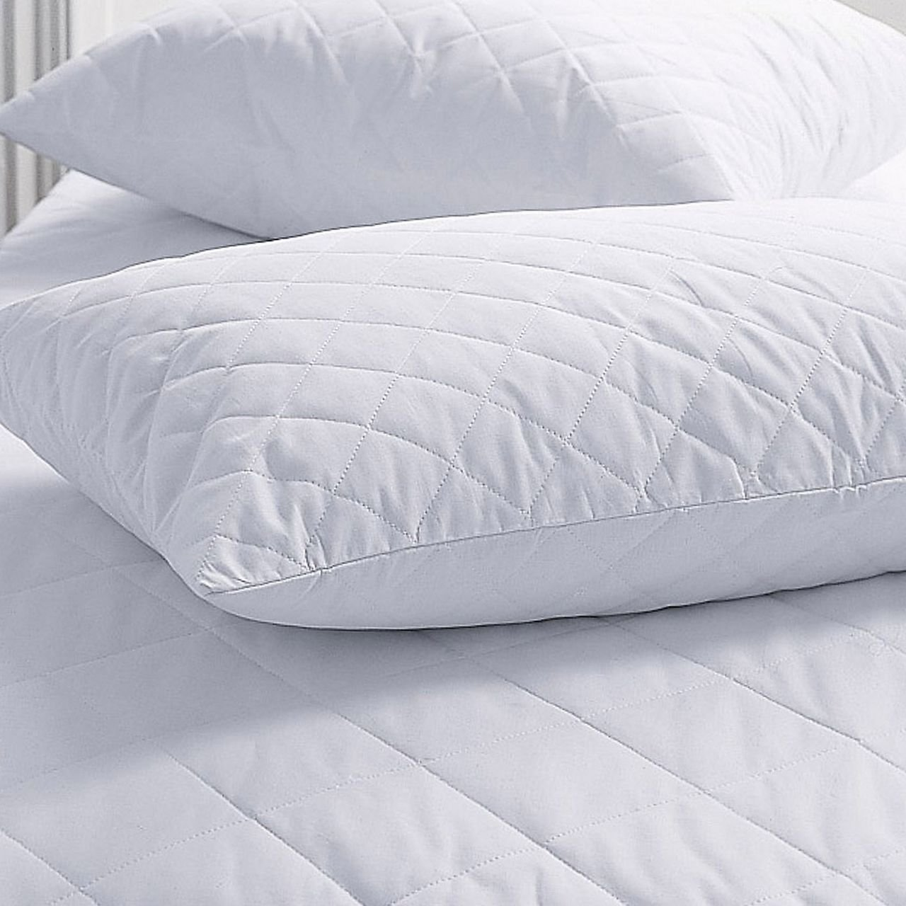 Amazon.com: SET OF 2 NEW ZIPPERED QUILTED PILLOW COVERS - STANDARD ... : quilted pillows - Adamdwight.com