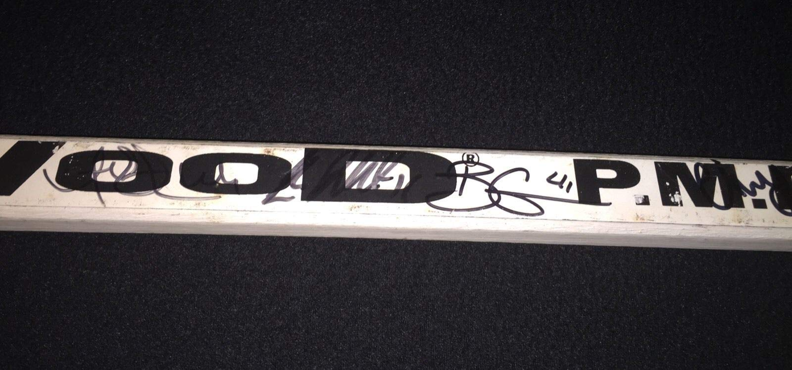 1997/98 7Detroit Red Wings Stanley Cup Team Autographed Signed Brown Game Issued Stick JSA Authentic