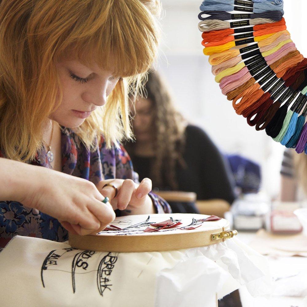 Ensemble de Broderie Magique BASEIN Aiguilles de Poin/çon de Broderie Craft Tool Set Combination Comprenant 50 Fils de Couleur Pour la Couture de Bricolage