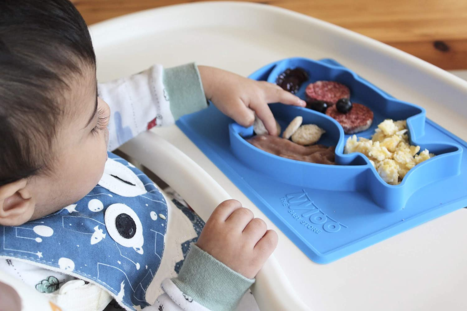 Blue Baby Shark Christmas Placemat Plate by Nyloo -The Baby Store for Babies and Toddlers over 6 Months, 100/% Silicone with Suction