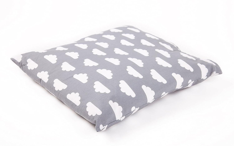 Mama Designs 100% coton Coussin de chambre d'enfant en gris Motif nuage pour compléter Babasac–47cm x 47cm