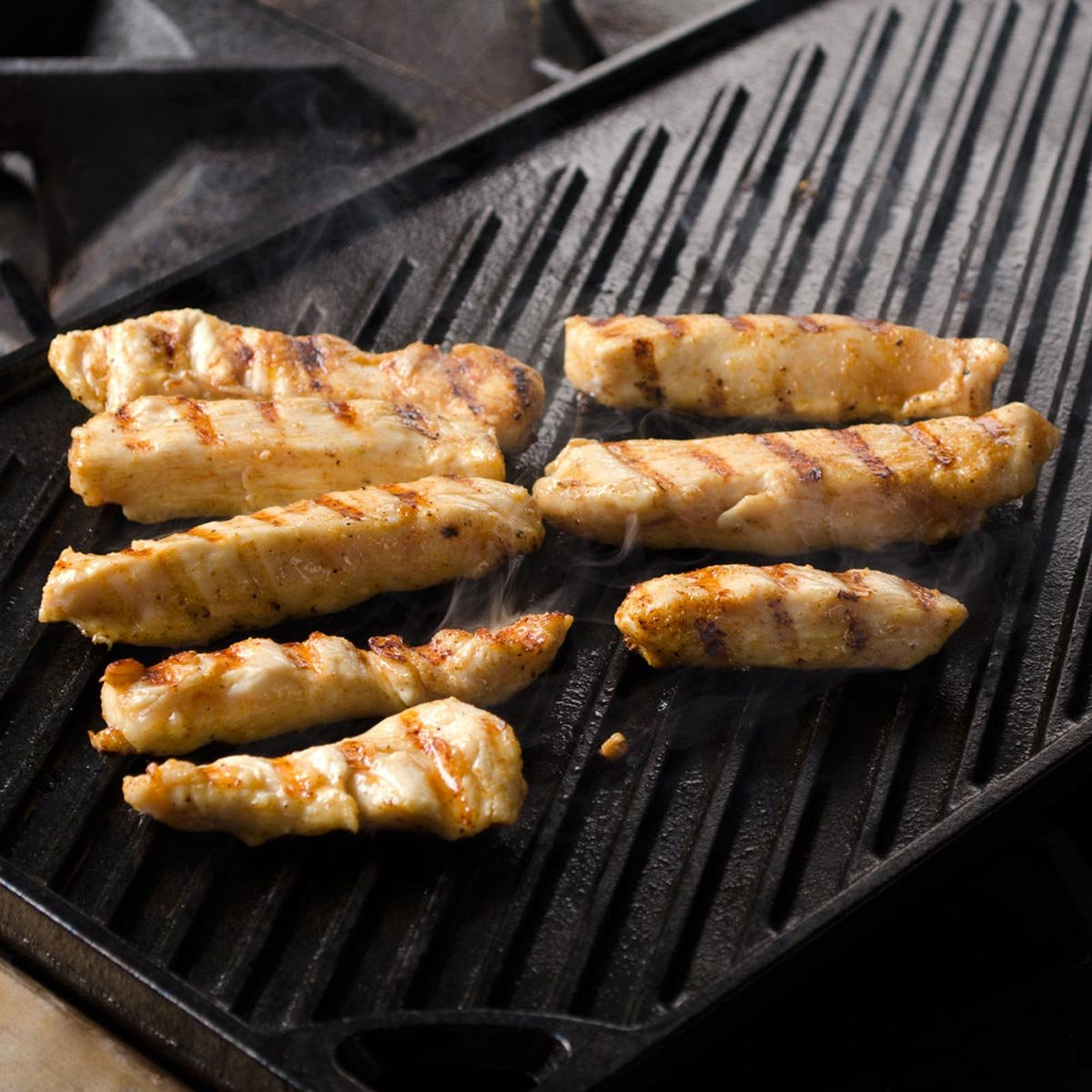 Lodge Reversible Grill and Griddle Combo. Double-Sided Cast Iron Pan with Smooth Side and Ribbed Side. by Lodge (Image #6)
