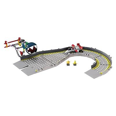 Nintendo Mario versus Chain Chomp Building Set: Toys & Games