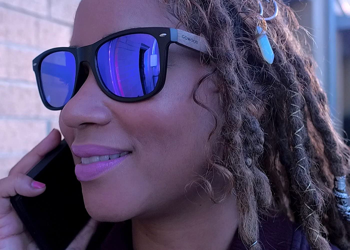 GOWOOD Gafas de sol de madera de nogal para hombre y mujer con frontal negro mate y lentes polarizadas