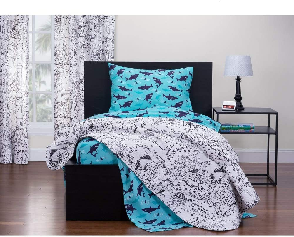 Six Washable Markers Included Novelty Nature Pattern White Black Quilt HNU 1 Piece Twin Modern /& Contemporary Underwater Puzzle Kids Quilt Elegant Highlights Shark Journey Art Fish Quilt