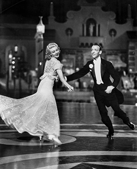 Amazon Com Fred Astaire And Ginger Rogers Dancing In Suit And Dress Smiling Photo Print 8 X 10 Posters Prints