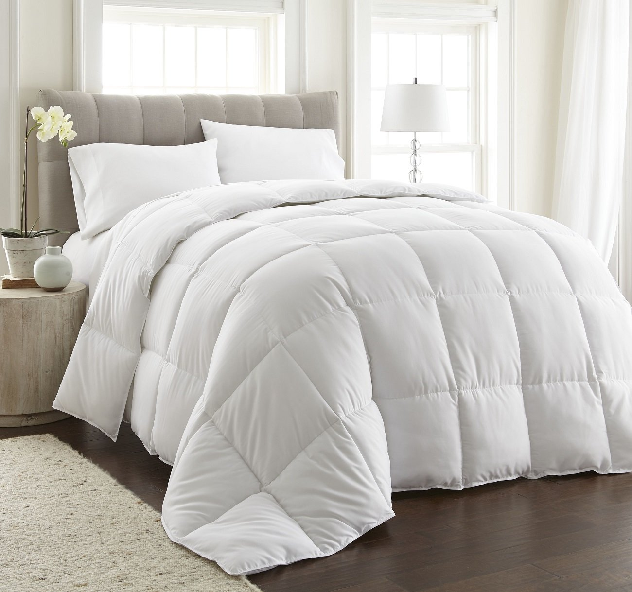 MEDIUM WARMTH White Down Alternative Comforter w/Space Saver Storage Bag, Duvet Insert, Corner Tabs, Piped Edges, Protection Against Dust Mites, Hypoallergenic, Allergy Free (Medium Warmth, Twin XL)