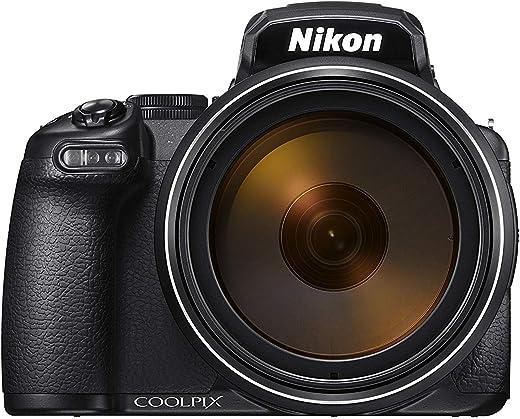 كاميرا بوينت اند شوت بتقريب بصري حتى 125 مرة، وعدسة بدقة 16 ميجا بيكسل، من نيكون موديل P1000 - لون اسود
