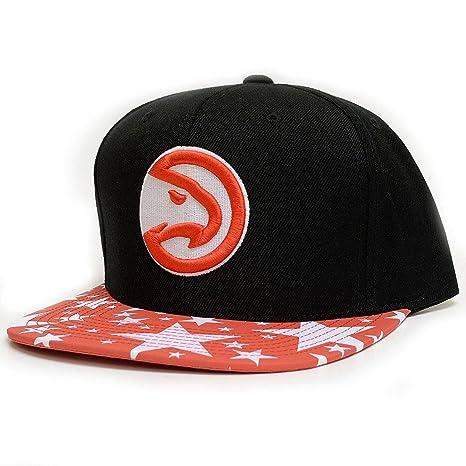 0dc38c9bf64 Amazon.com   Mitchell   Ness NBA Mens Reflective Star Visor Snapback ...