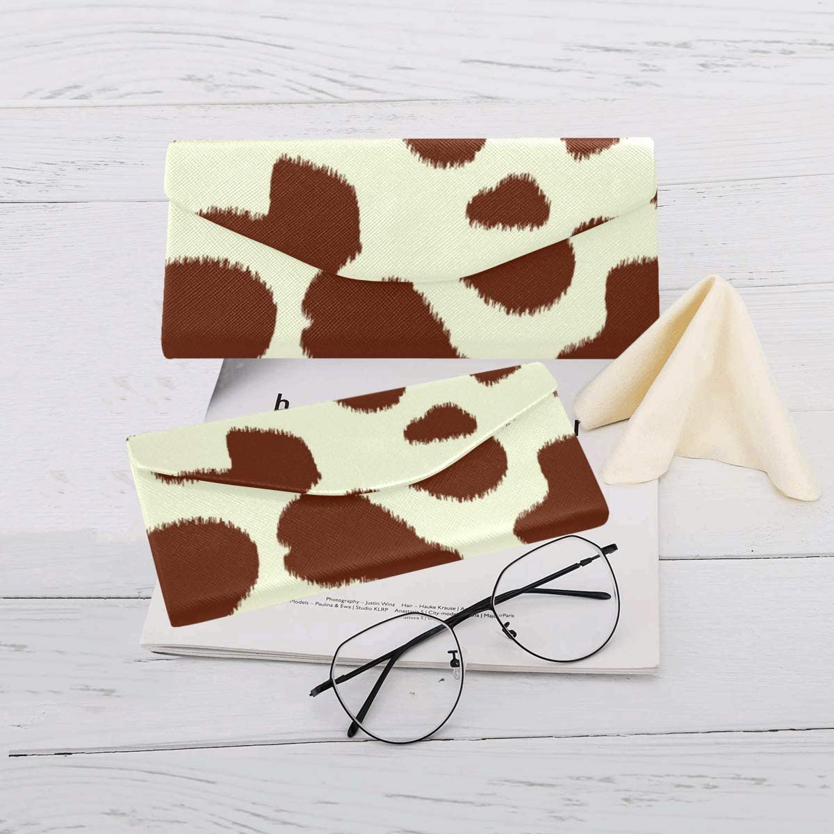 AnnHomeArt Milk Pattern Custom Foldable Glasses Case