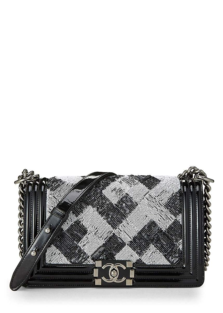 721a6b27c94b CHANEL Black Patent Leather & Sequin Boy Small (Pre-Owned): Handbags:  Amazon.com