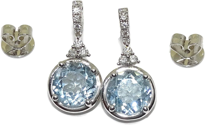 Pendientes de oro blanco con diamantes de 0.24cts y 2 topacios azules de 4.90cts. 2.00cm de largos, cierre presion.