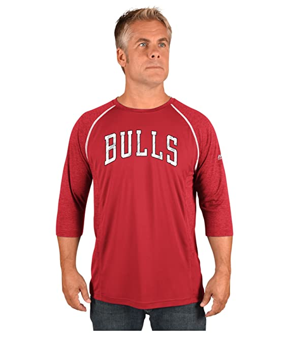 new style e5bde a8289 Amazon.com   VF LSG NBA Chicago Bulls Men s Excite A 3 4 Sleeve Crew-Neck  Tee, XX-Large, Athletic Red Athletic Red Heather Mesh Black White   Sports    ...