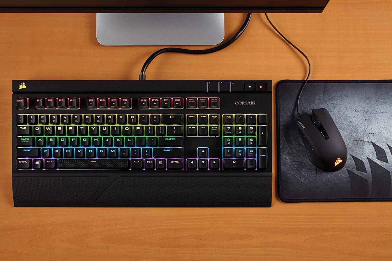 Corsair Strafe RGB - Teclado mecánico Gaming (Cherry MX Red, retroiluminación Multicolor RGB, QWERTY Español), Negro