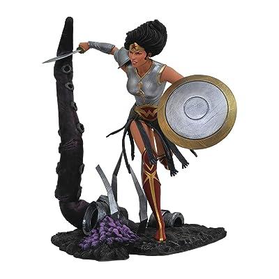 DIAMOND SELECT TOYS DC Comic Gallery: Dark Nights Metal: Wonder Woman PVC Diorama Figure: Toys & Games