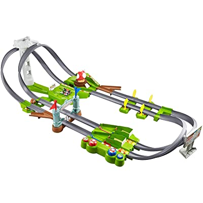 Hot Wheels Mario Kart Circuit Track Set with 1:64 Scale Die-Cast Kart Vehicle and Track for Ages 3 and Above: Toys & Games