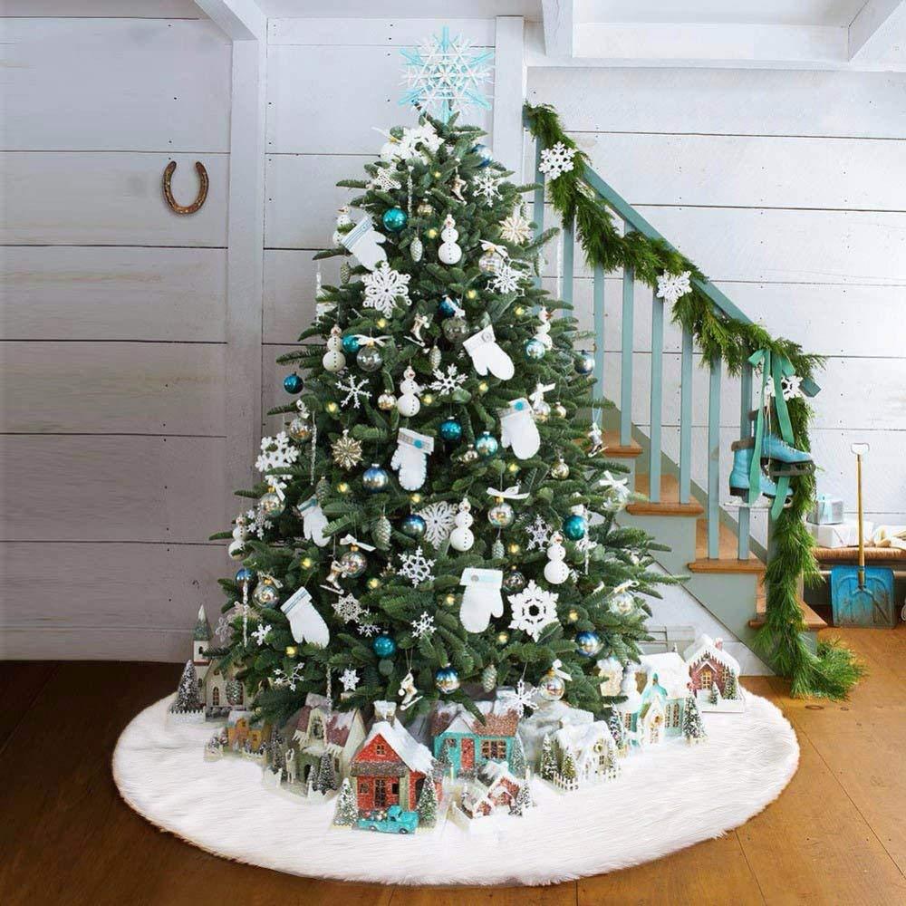 un tappeto natalizio per albero