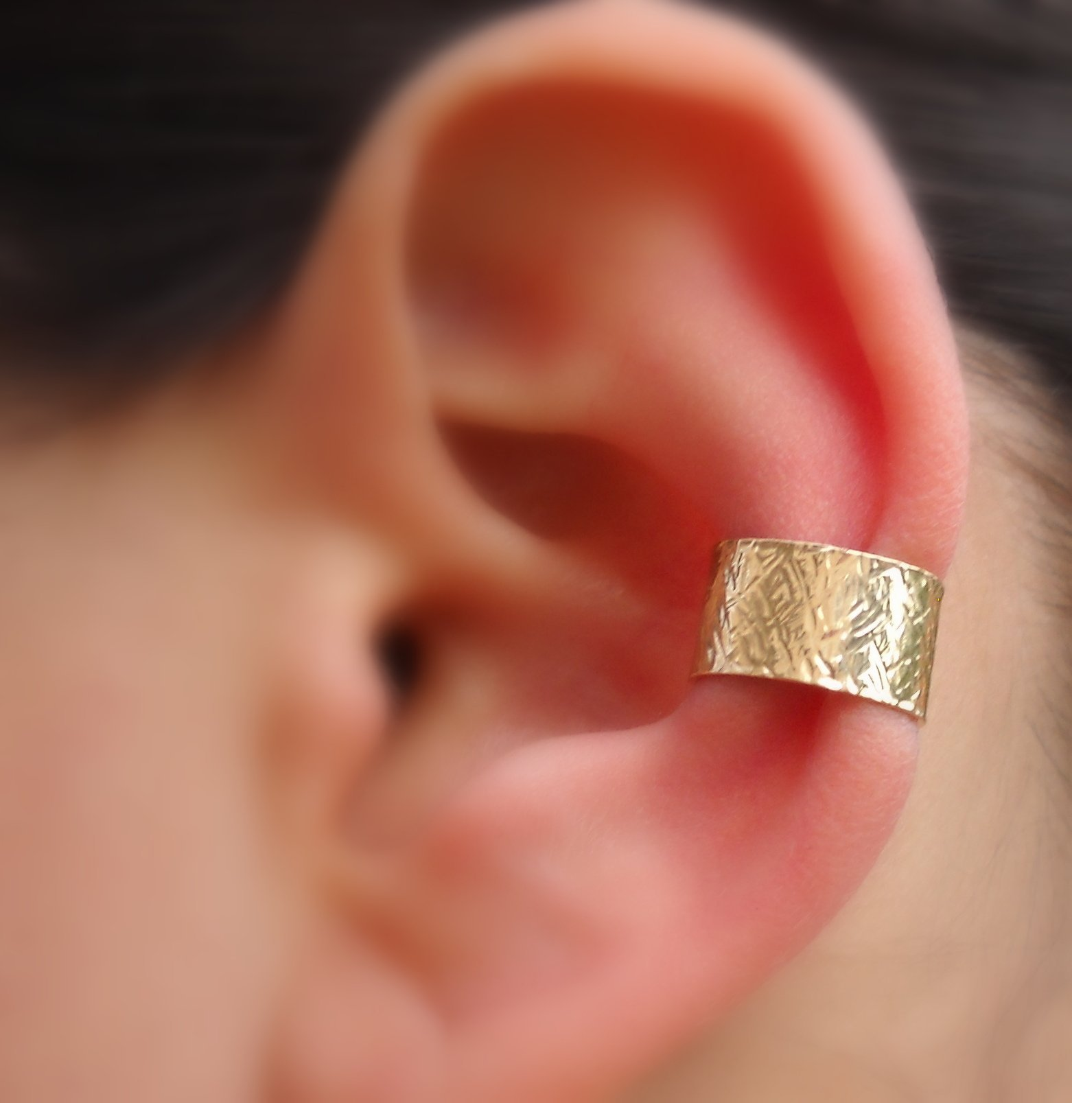 Ear Cuff - Fake Piercing - Fake Conch Piercing - Non Pierced Conch Cuff - 14K Solid Gold 7mm Wide