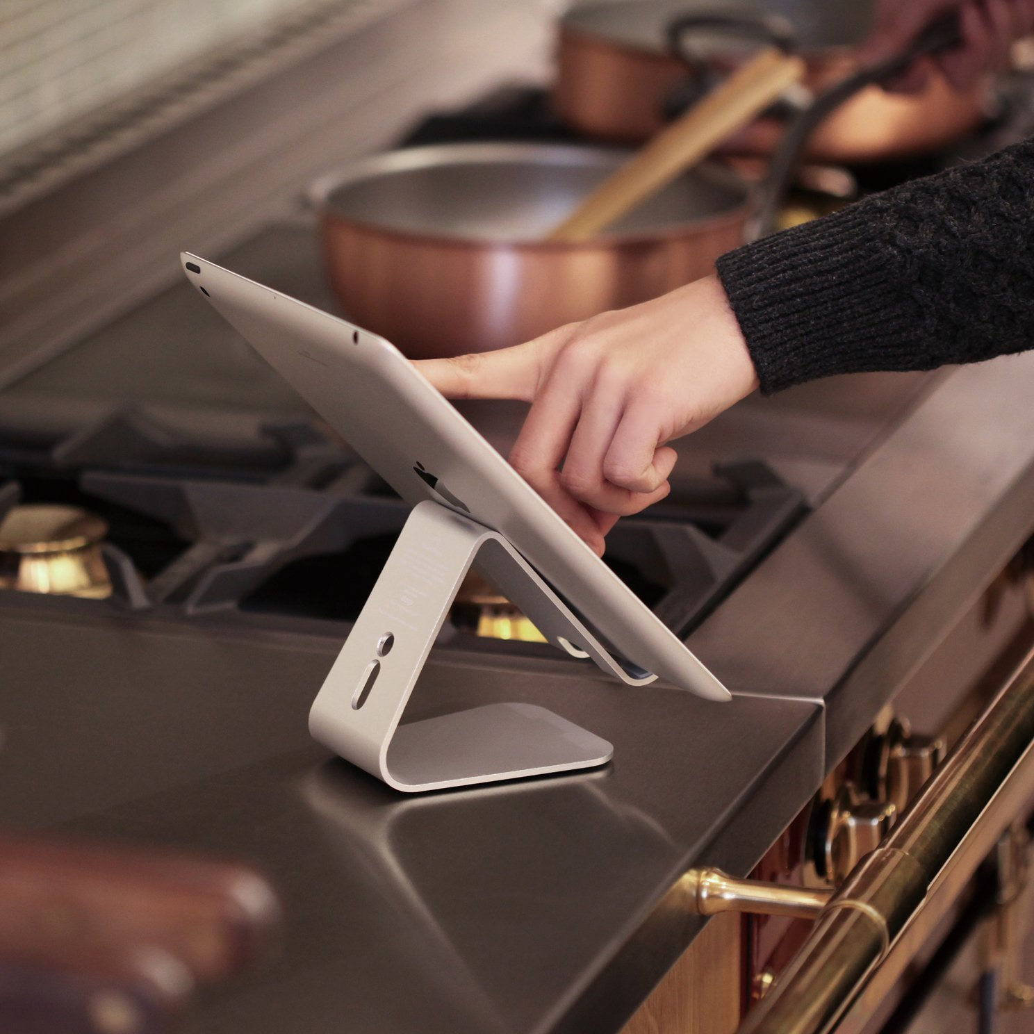 Elago P2 Stand for iPad and Tablet PC - Silver by elago (Image #7)