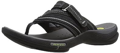 clarks black flip flops