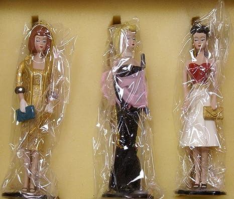 Amazon Com Vintage Barbie Classic Christmas Ornament Set 1996 Ashton Drake Home Kitchen