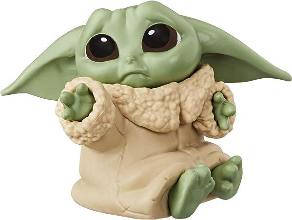 Serie 3 Edad: 4+ Set de 2 Figuras de 5,5 cm Tableta Datapad Figuras The Child Star Wars The Bounty Collection Mirando Dentro del Casco