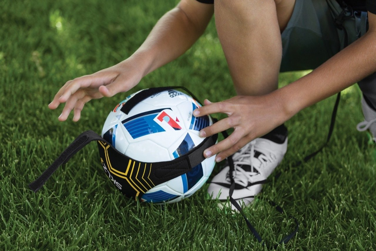 921913715 SKLZ Star Kick Trainer Football Training Aid - Hands Free Solo Practice  Training Aid With Belt & Elastic Rope, Fits Size #3, #4, and #5 Footballs:  ...